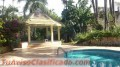 Casa de 3 niveles con piscina negociable